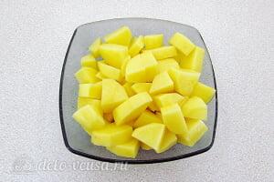 Молочный суп с ячневой крупой и картофелем: Картошку режем кубиками