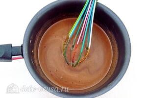 Торт на сковороде «Розалина»: Добавляем молоко и варим крем на плите