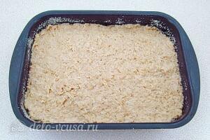 Яблочное суфле с манкой: Распределяем массу для будущего суфле в форме для выпечки