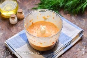 Рыба в духовке под овощным соусом: Измельчаем овощи в соус