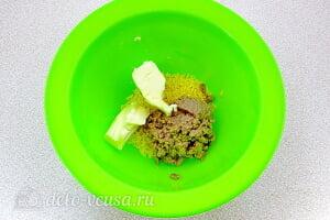 Закуска «Рафаэлло» с печенью трески: Соединяем сливочное масло, печень трески и желтки
