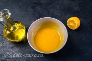 Домашний майонез на желтках: По капле вливаем растительное масло в желтковую массу