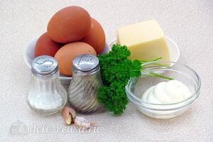 Фаршированные яйца с сыром «Дед мороз»: Ингредиенты
