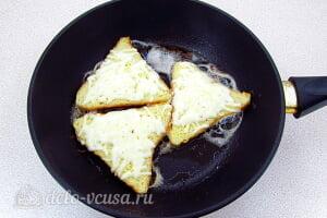 Горячие бутерброды с сыром по-французски: Посыпаем сыром и ждем пока он расплавится