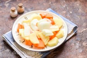 Морковный суп-пюре со сливками: Добавляем репчатый лук