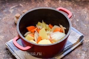 Морковный суп-пюре со сливками: Заливаем водой и варим овощи до мягкости