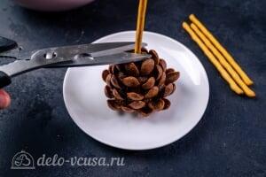 Пирожные «Шишки»: Убираем излишки соломки