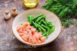 Салат с красной рыбой «Три мушкетера»: Соединяем рыбу и фасоль