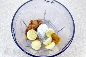 Яйца, фаршированные молоками сельди: Соединяем желтки, молоки и горчицу в блендере