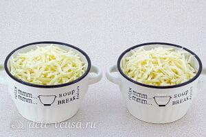 Запеченные кальмары с грибами в сметане: Посыпаем морепродукты сыром и отправляем в духовку