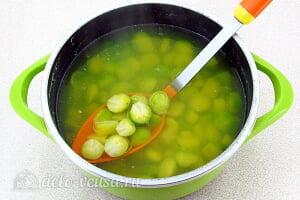 Грибной суп с брюссельской капустой: Варим суп до полуготовности овощей