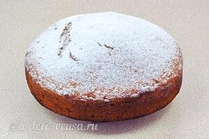 Воздушный пирог на питьевом йогурте: Посыпаем пирог сахарной пудрой