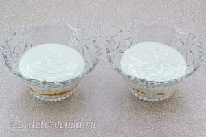 Творожный десерт с хурмой: Сверху выкладываем слой творожной массы