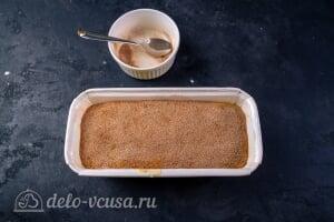 Простой банановый хлеб: Посыпаем кекс корицей с сахаром