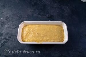 Простой банановый хлеб: Выливаем тесто в форму