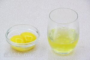 Блины на пиве с молоком и сметаной: Отделяем белки от желтков