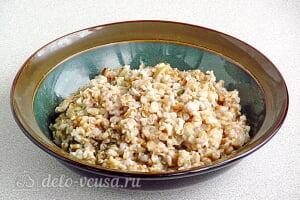 Овсяная каша из цельного зерна с луком в мультиварке готова