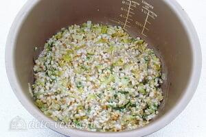 Овсяная каша из цельного зерна с луком в мультиварке: Перемешиваем кашу с заправкой и даем ей настояться