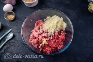 Шведские фрикадельки как в ИКЕА: Соединяем свиной и говяжий фарш с луком и чесноком