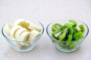 Смузи из банана и киви без молока «Витамин С»: Режем бананы и киви