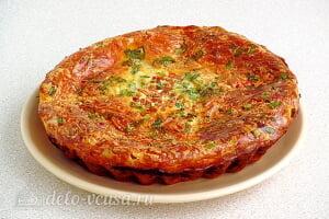 Яичная запеканка с помидорами и сыром готова
