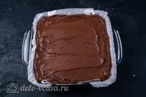 Кокосово-шоколадный десерт королевы Анны: Смазываем пирожное глазурью