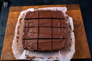 Кокосово-шоколадный десерт королевы Анны: Разрезаем шоколадно-кокосовые пирожные на порции