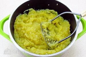 Луковое пюре по-французски: Мнем картошку с луком в пюре