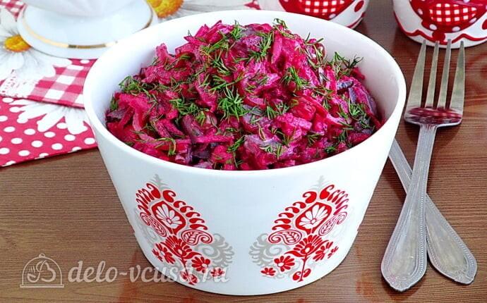 Салат из свеклы с соленым огурцом и яблоками