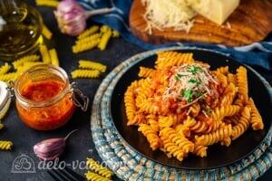Паста с тунцом в томатном соусе готова