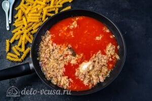 Паста с тунцом в томатном соусе: Добавляем томатный сок