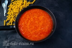 Паста с тунцом в томатном соусе: