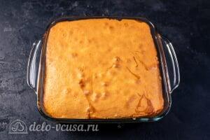 Пирог-перевертыш с ревенем: Печем перевернутый пирог до готовности