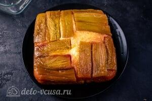 Пирог-перевертыш с ревенем: Переворачиваем горячий пирог на тарелку
